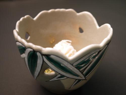色絵透雪笹の小鉢